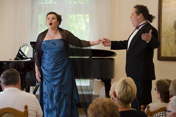 Przeboje z operetek i musicali
